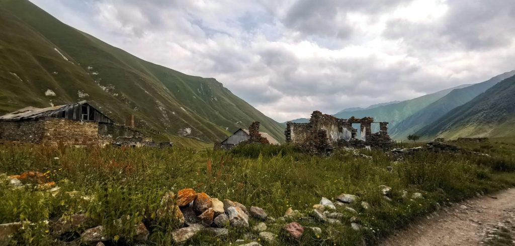 Ruiny w wiosce