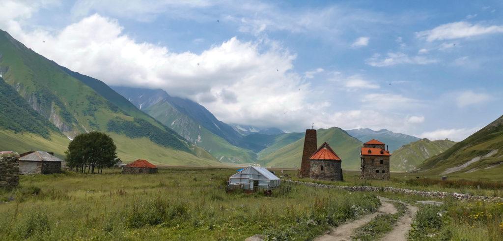 Wioska Abano - po prawej stronie klasztor prawosławny