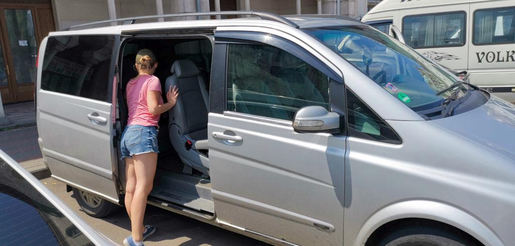 Transport w Gruzji - przykładowy mini van