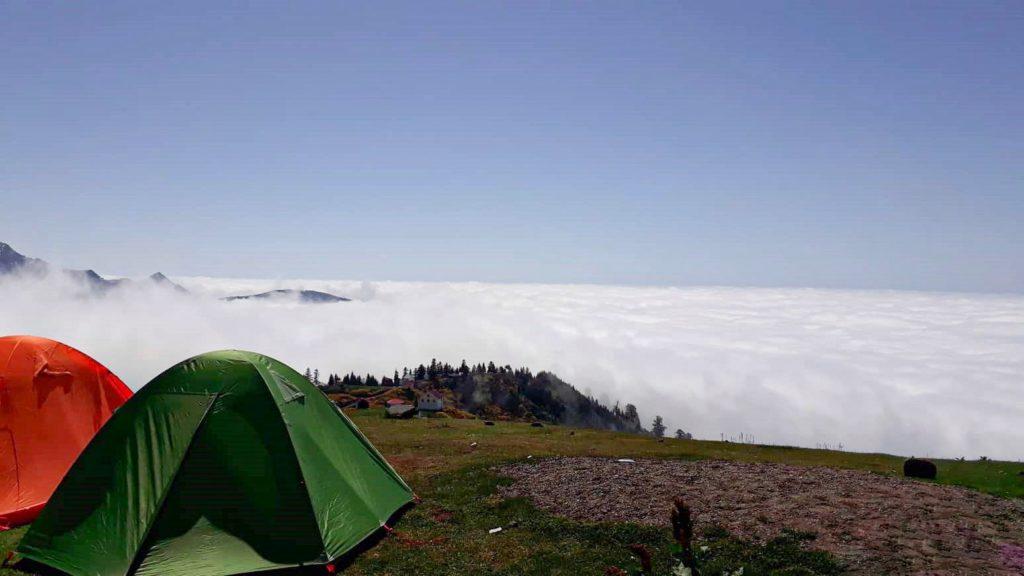 Kto nie chciałby obudzić się z takim widokiem? 😍 Najpiękniejsze miejsce w Gruzji!