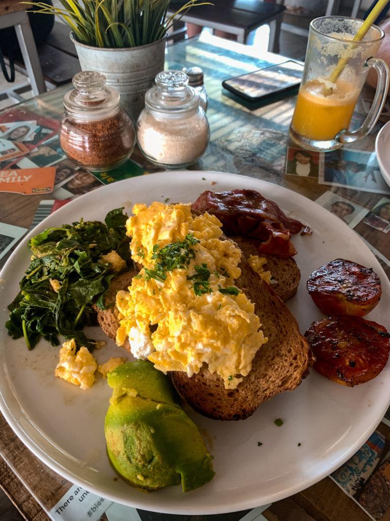 Gdzie dobrze zjeść w Canggu - Crate Cafe