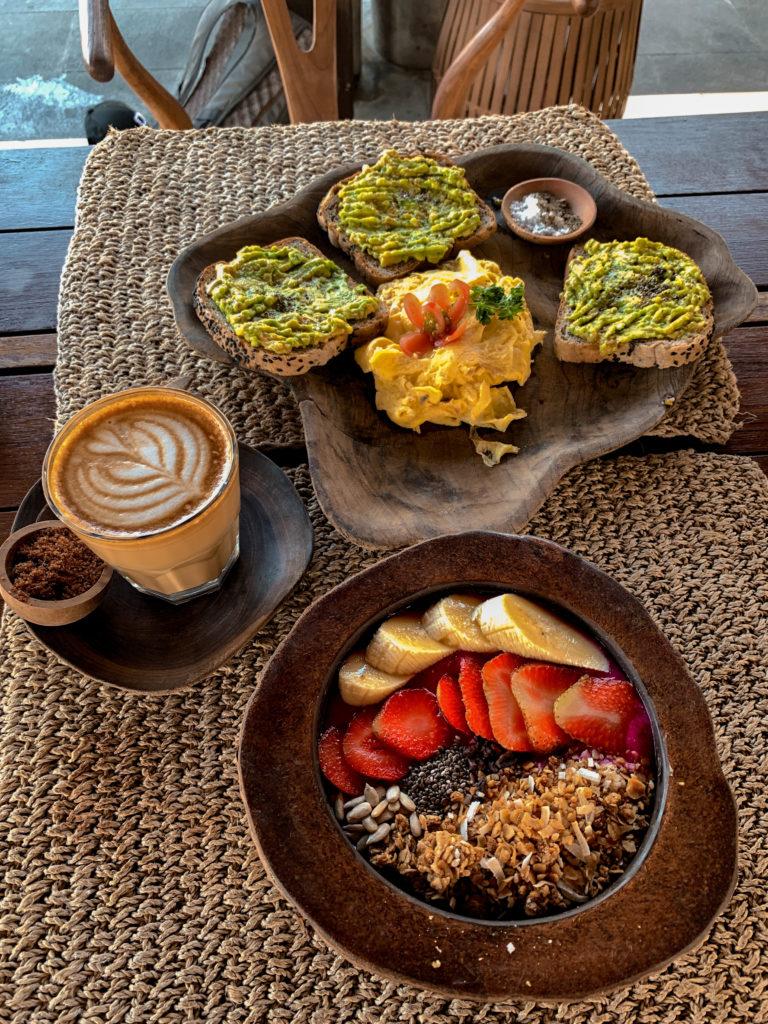 Gdzie dobrze zjeść w Canggu - Ithaka Warung