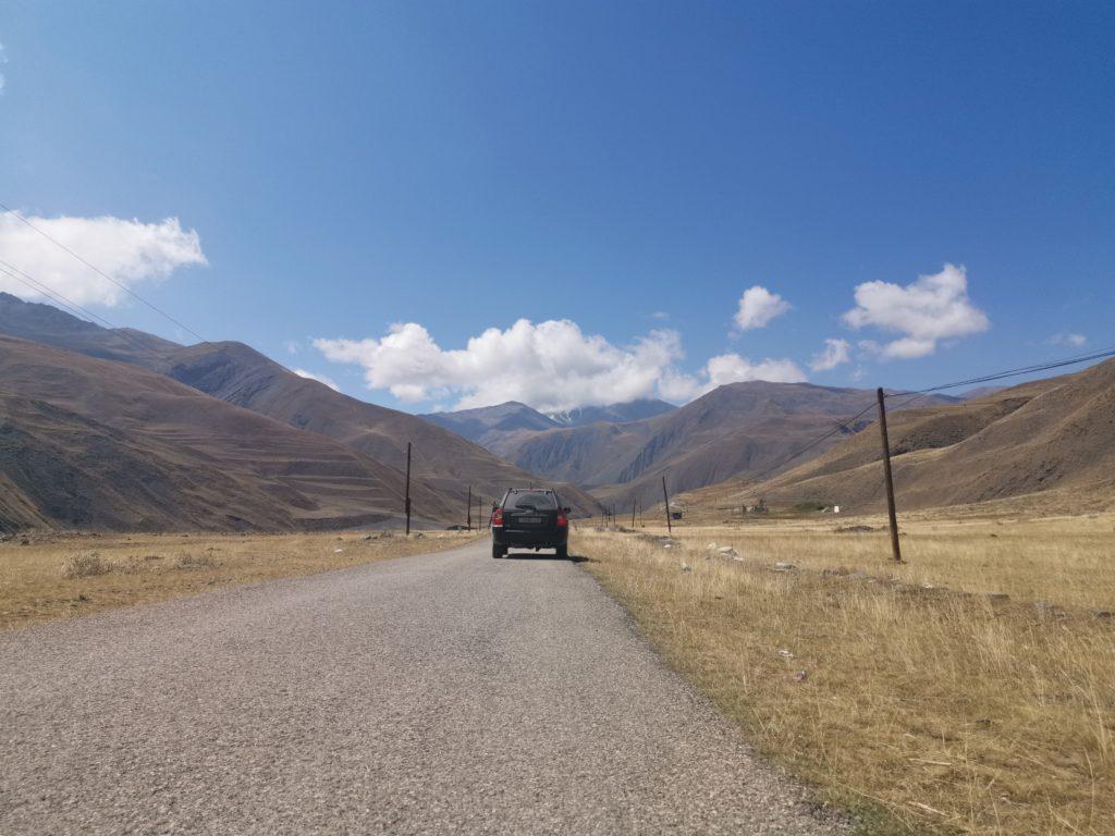 Wynajęta przez nas KIA 4x4 - wynajem samochodu w Azerbejdżanie