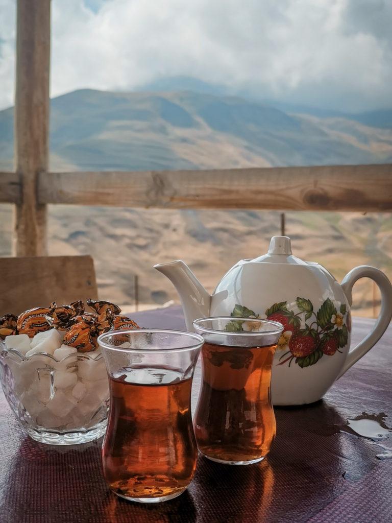 Tradycyjna herbatka z widokiem
