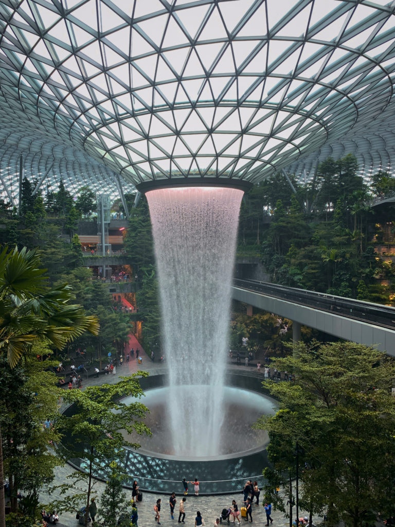 Wodospad na lotnisku - co zobaczyć w Singapurze