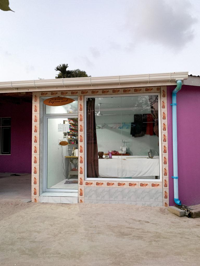 Domy lokalsów i zakład krawiecki