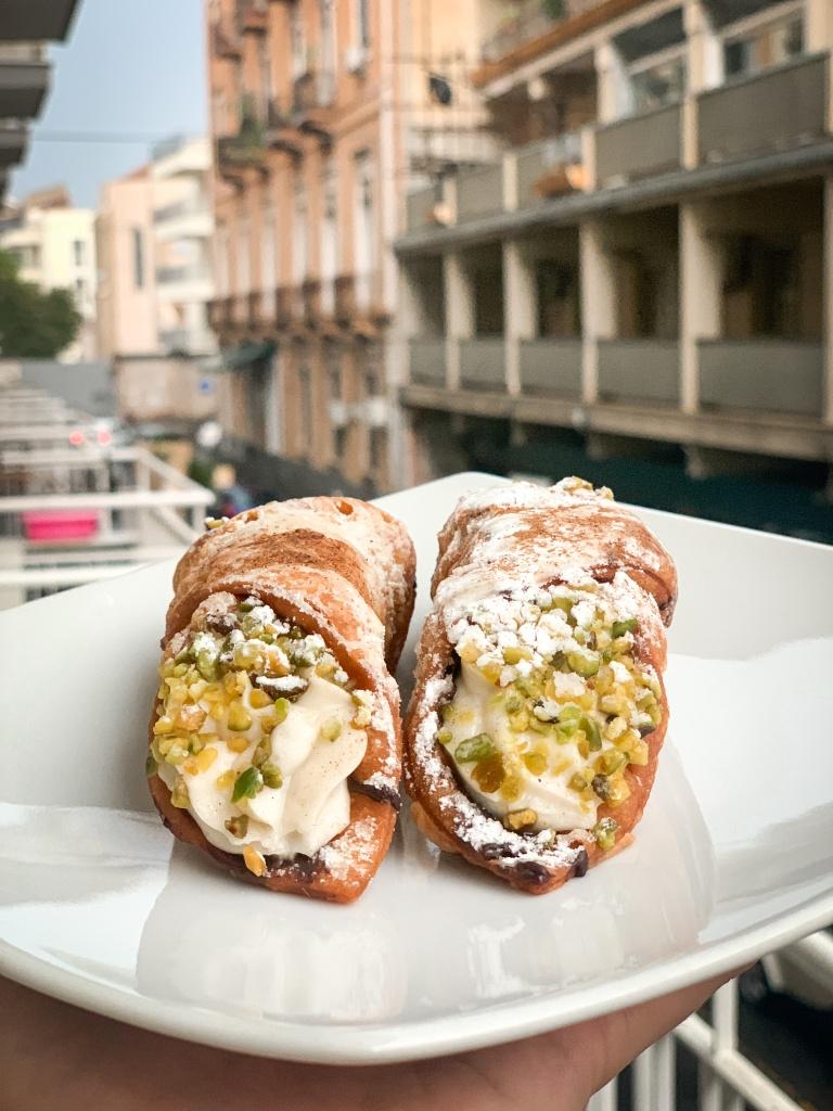 Jedzenie na Sycylii - cannoli